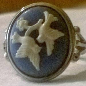 Avon Cameo Ring Blue White sz 7.5